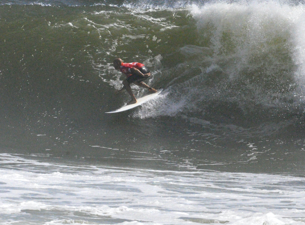 Kelly Slater surfing in New York
